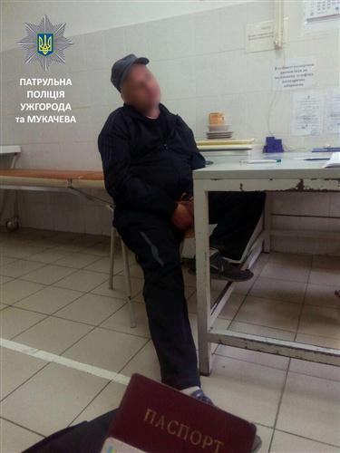 В Ужгороді біля УжНУ полісмени зупинили любителя