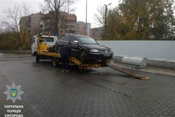 Ужгород: Авто замість його власника забрав евакуатор (ФОТО)