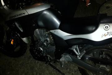 Нетверезий мотоцикліст в'їхав у бетонну огорожу (Фото)