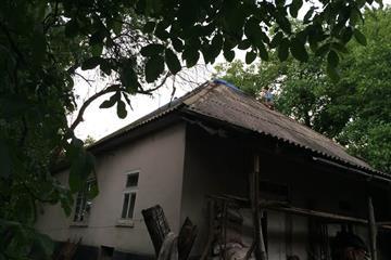 У житловий будинок влучила блискавка (Фото)