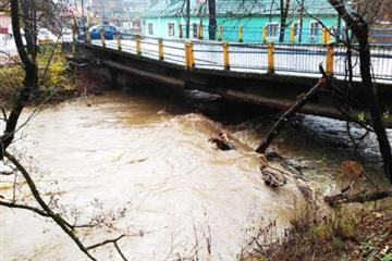 У Сваляві відремонтують пошкоджений міст... Чекати треба  осені