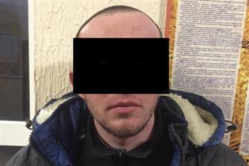 В Іршаві чоловік з пістолетом намагався пограбувати аптеку