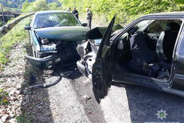У жахливій аварії на Закарпатті постраждало 5 людей (ФОТО)