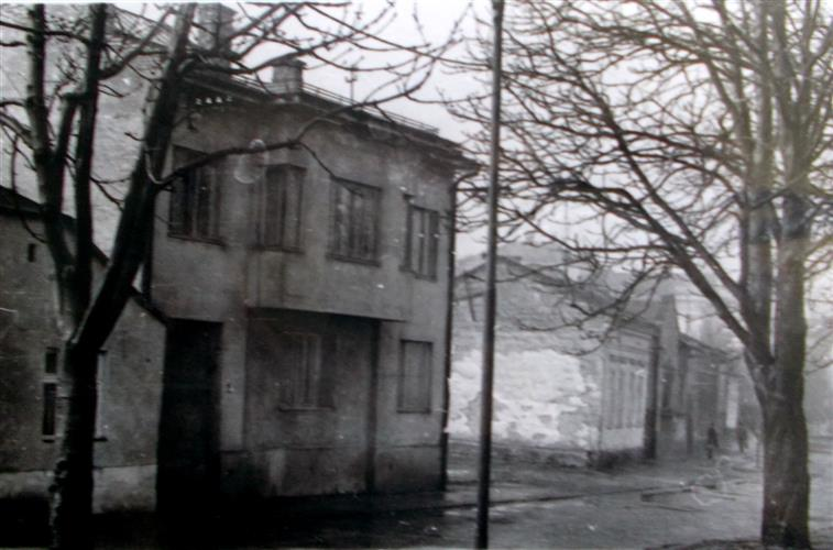 50cb26c5496411 Історію цю нам розповіла ужгородка, котра народилася на нинішній Київській  набережній і родині котрої належали одразу три знесені потім будинки в  цьому ...