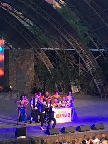Актори Студії «Квартал-95» зібрали аншлаг в Ужгороді (відео)
