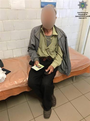 Патрульні повернули додому 80-річного дідуся